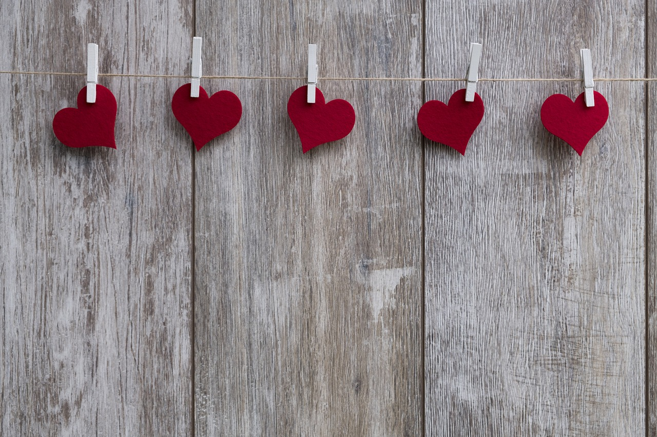 4 Tips to Save on Valentine's Day
